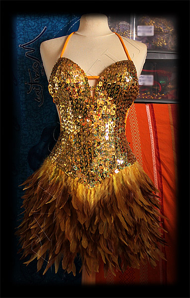 robe paillettes plumes burlesque or