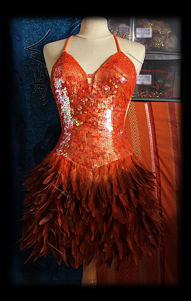 robe paillettes plumes orange burlesque